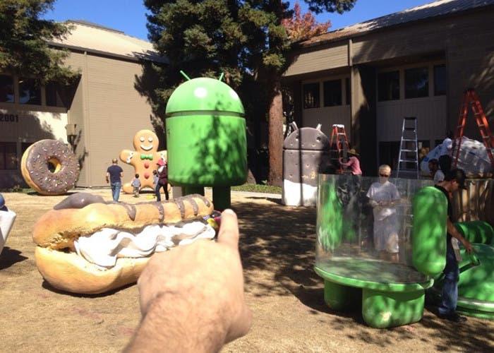 Las estatuas Android del GooglePlex se preparan para recibir a Android 5.0