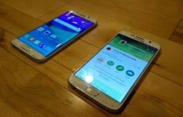 Se muestra en una fotografía el nuevo dispositivo curvo de Samsung