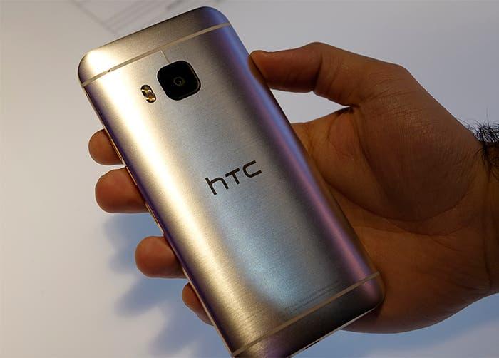 HTC one m9 trasera