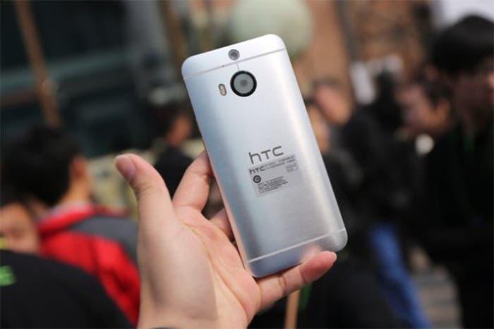HTC One M9+ trasera .
