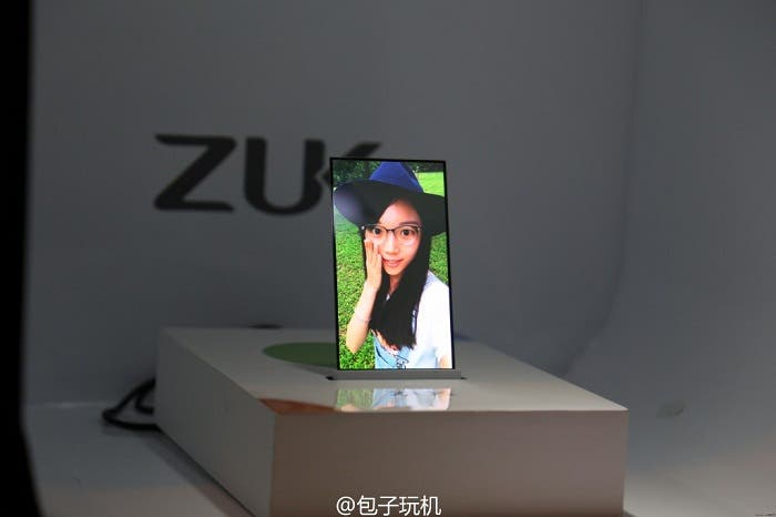 ZUK-transparent-screen-phone-prototype (1)