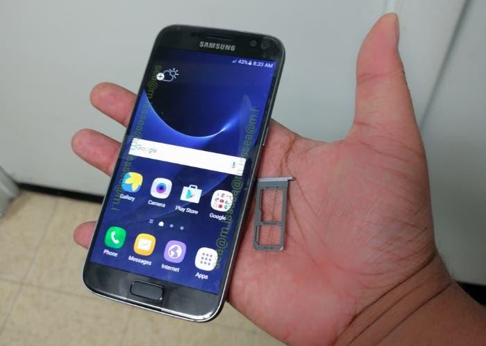 Samsung-Galaxy-S7-leaks-in-the-flesh (1)