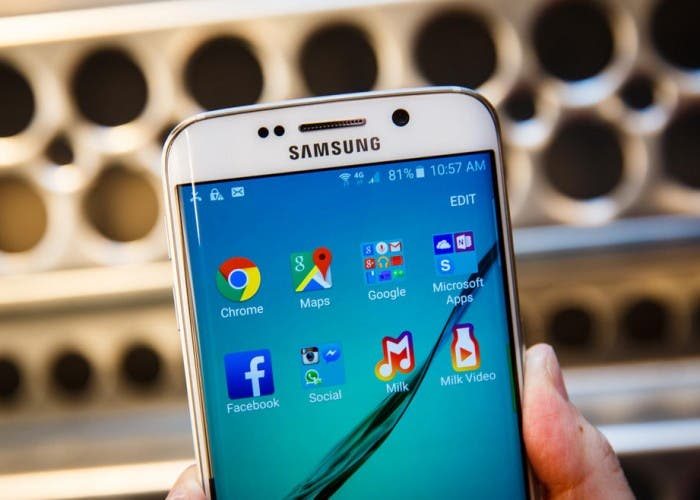 Samsung-Galaxy-S-Edge-Will-be-running-Android-Lollipop-700x500