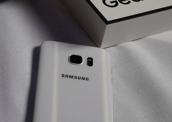 Samsun-Galaxy-S7-Edge-trasera