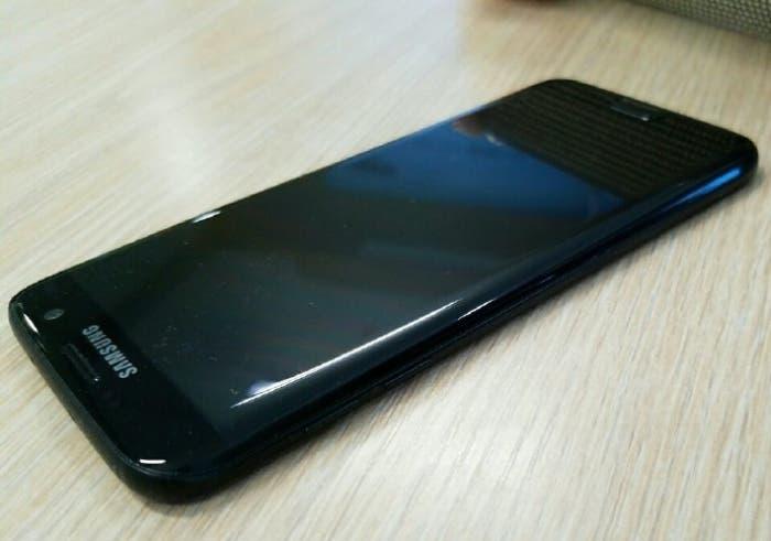 Glossy-black-Galaxy-S7-edge-leaks-6