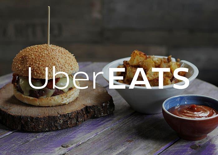 UberEATS-hamburguesa-patatas-salsa