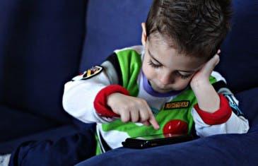 ¿Cuál es la edad perfecta para comprarle un smartphone a tu hijo?