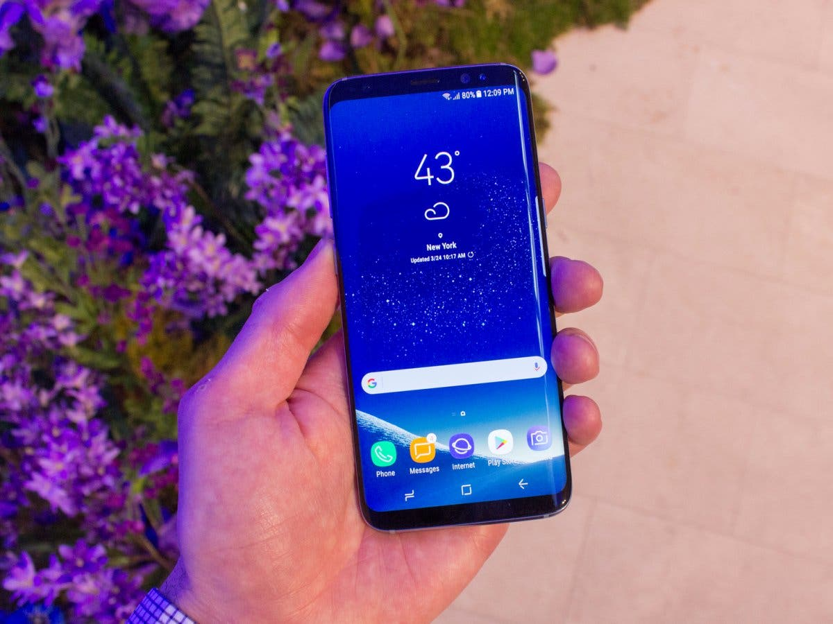 this-is-the-galaxy-s8-which-has-a-58-inch-amoled-display