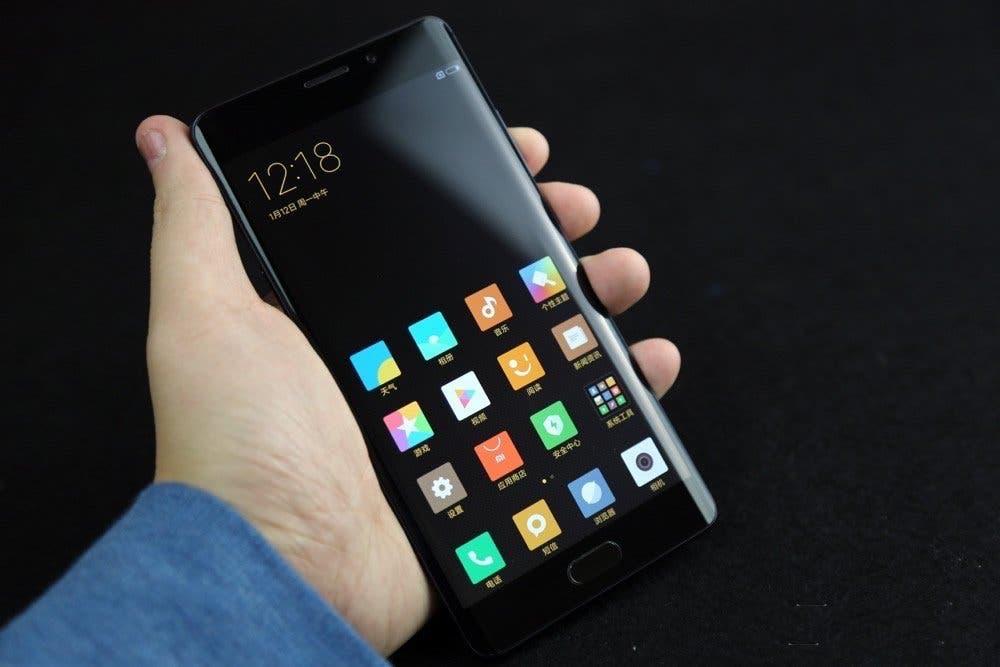 Xiaomi Mi Note dos en la mano