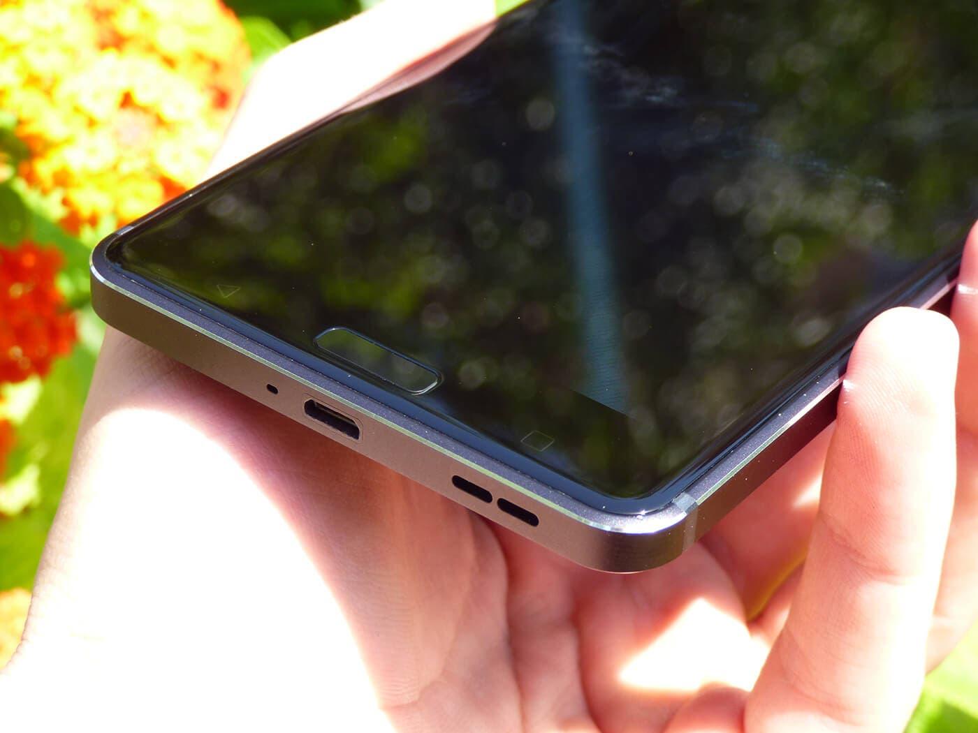 Detalle inferior del Nokia 6