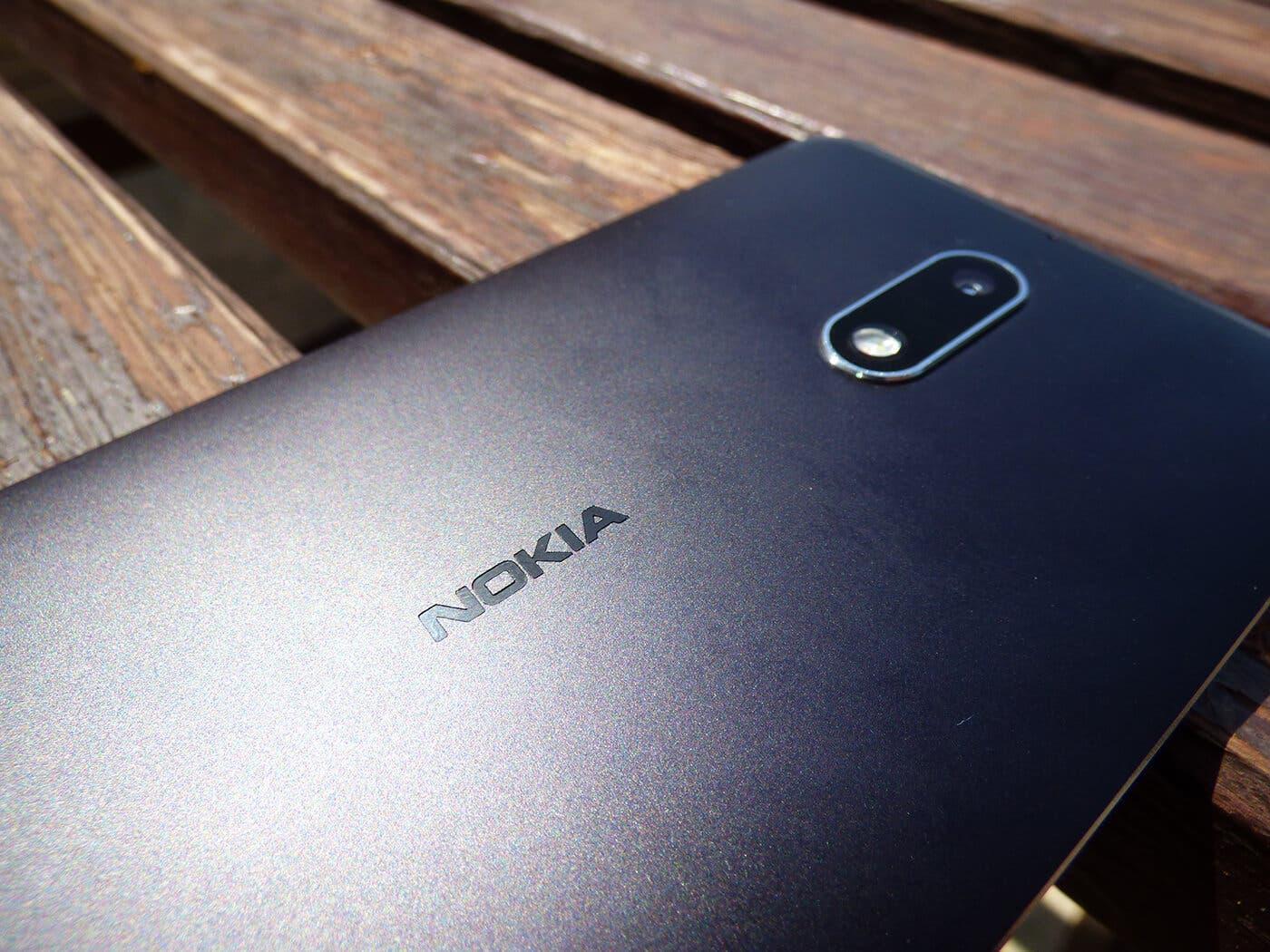 Detalle de la trasera del Nokia 6