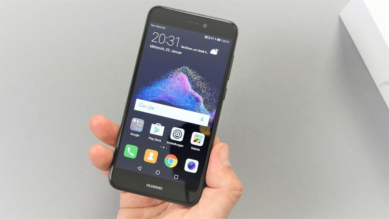 917d29758e7 El Huawei P8 Lite 2017 es un dispositivo que reutiliza el nombre del  teléfono más vendido de Huawei, pero con la coletilla de 2017, donde  podemos apreciar ...