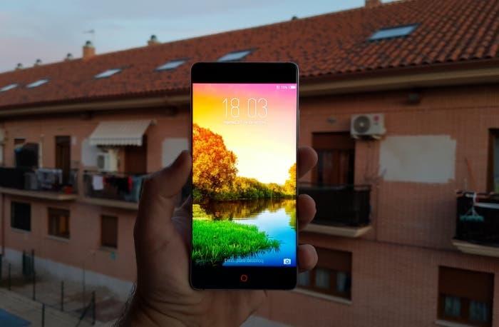 Cómo reducir el brillo mínimo de la pantalla en Android