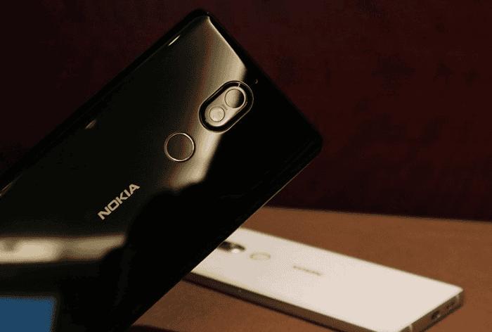 Nokia 7 plus trasera