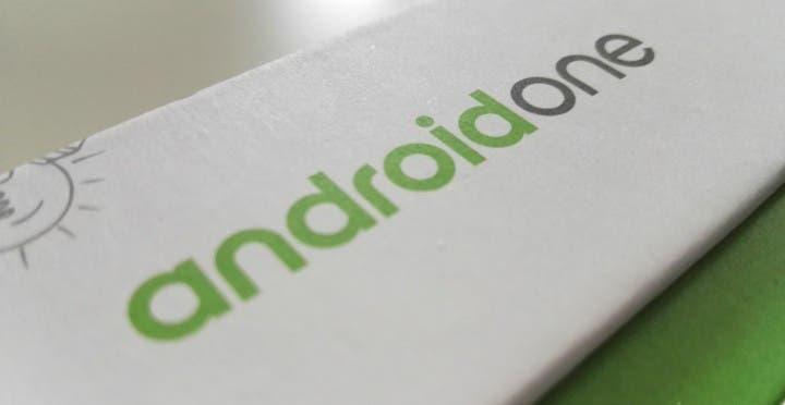 caja con logo de Android One