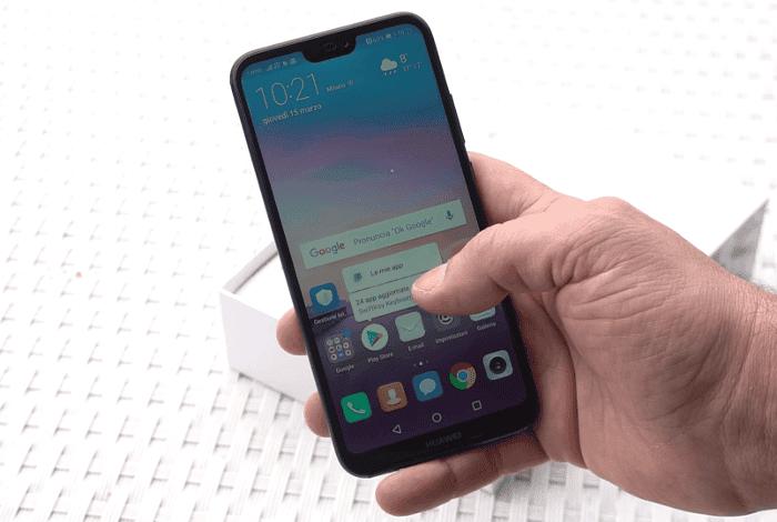 Huawei P20 Lite en la mano