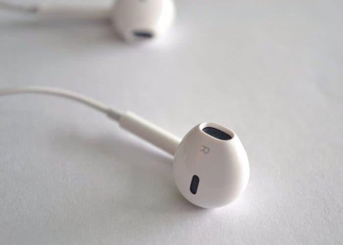 Cómo personalizar las acciones de los botones de los auriculares en Android