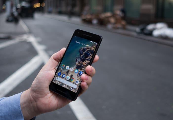 Google Pixel 2 en la mano