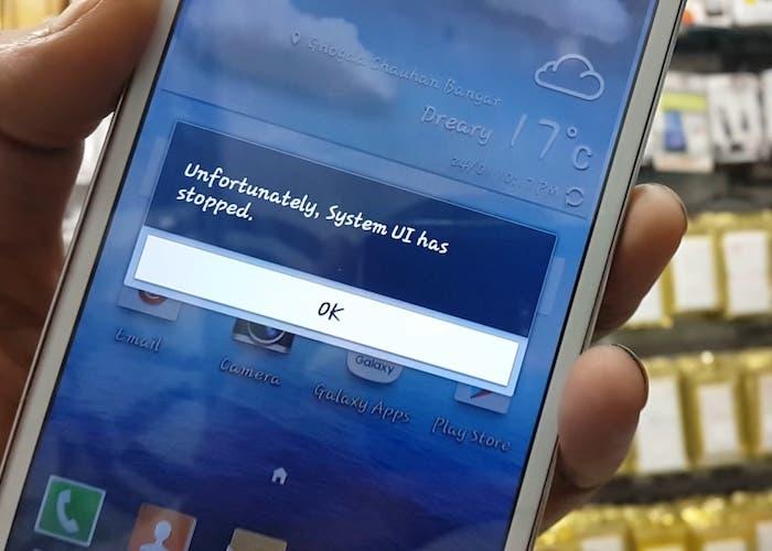 """Cómo solucionar el error de """"La aplicación de IU del sistema se ha detenido"""" en cualquier smartphone Android"""