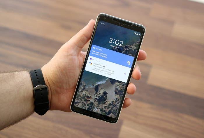 Google Pixel 2 XL en la mano