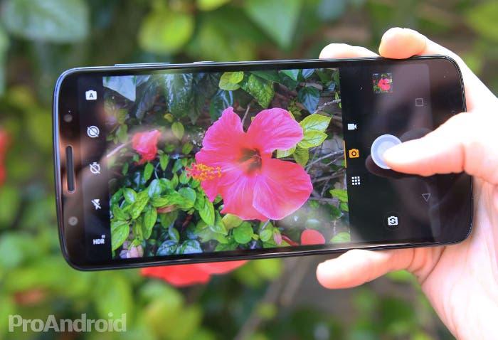 Moto Camera 2 para móviles Motorola: nuevos modos, zoom con un solo dedo e integración con Google Lens