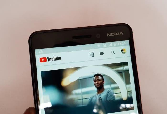 YouTube ya permite reproducir vídeos en pantalla flotante con la función PiP