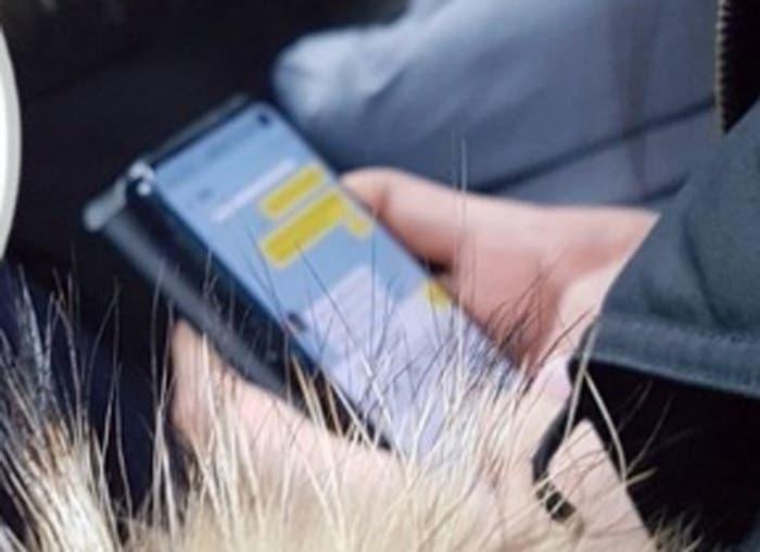 El Samsung Galaxy S10 se deja ver en el metro de Seúl: ¿la primera imagen real?
