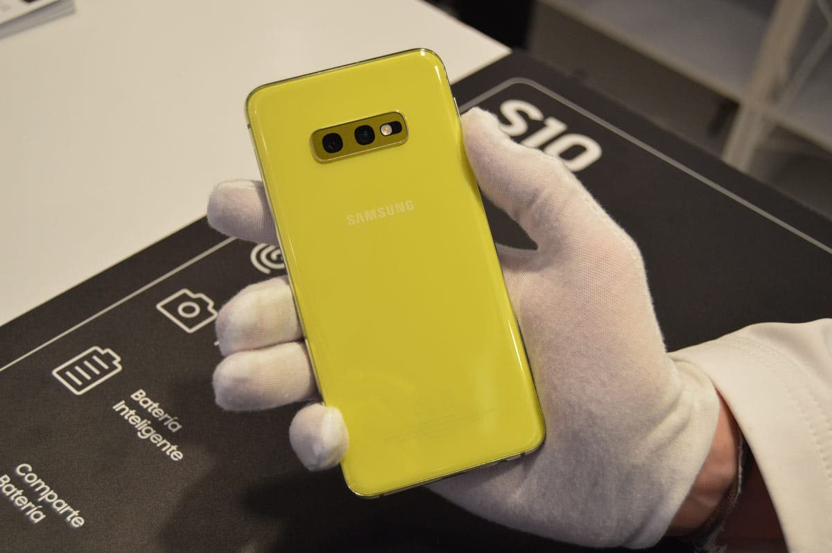 Samsung Galaxy S10e en oferta: recibe su primer descuento importante