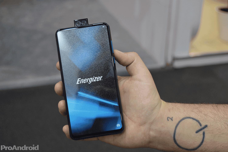 Energizer lanza celular con la batería más grande del mundo