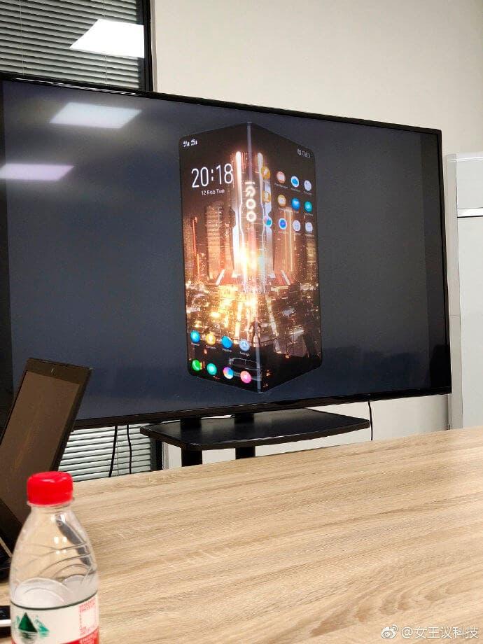 IQOO render móvil plegable
