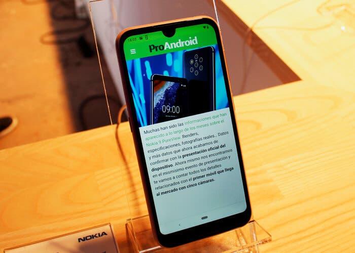 Probamos el Nokia 4.2, un teléfono muy ligero y con buen diseño