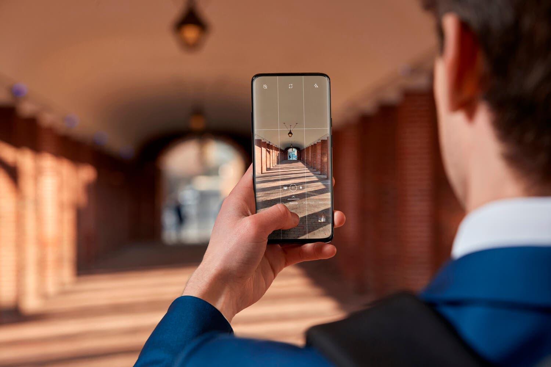 El OnePlus 7 Pro se actualiza para mejorar su cámara: mejor HDR y fotografías con poca luz