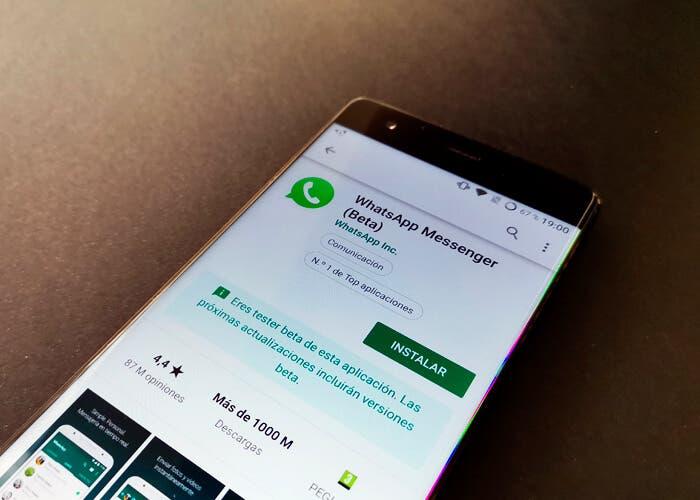 No, de momento WhatsApp no tendrá modo oscuro