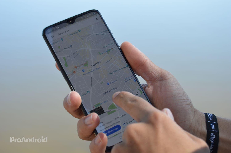 El modo 'con una mano' llega a los OnePlus 7 y 7 Pro: igual que el del iPhone