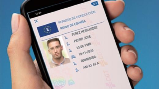 Llevar el carné de conducir en el móvil será posible en España