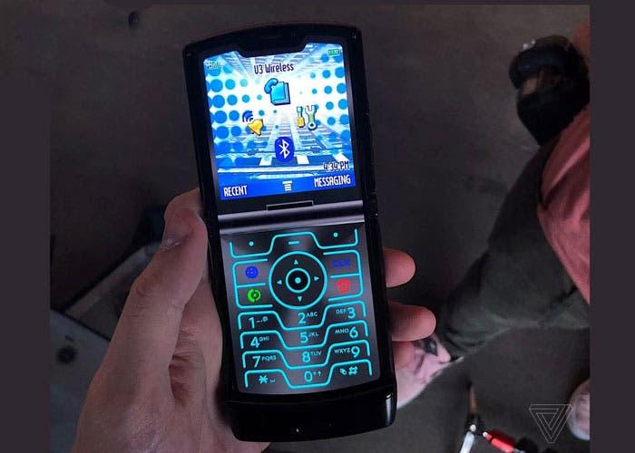 """Así puedes """"transformar"""" tu móvil Android en un Motorola Razr"""