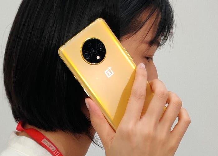 OnePlus 7T dorado