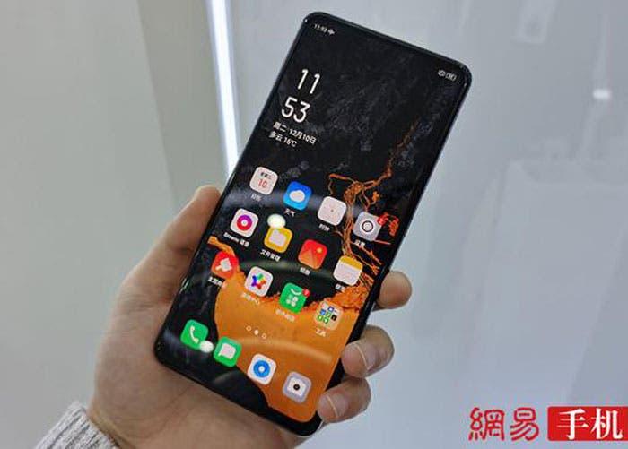 OPPO muestra su móvil con cámara bajo la pantalla sin puertos ni botones