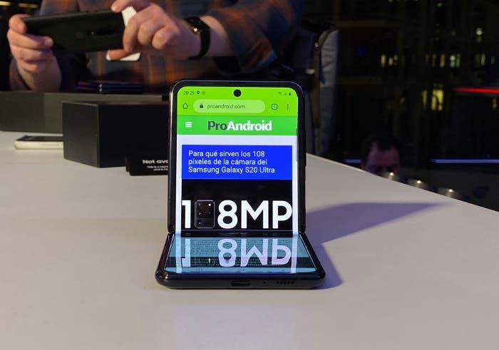 Prueba de resistencia del Samsung Galaxy Z Flip, ¿resiste su pantalla a los arañazos?