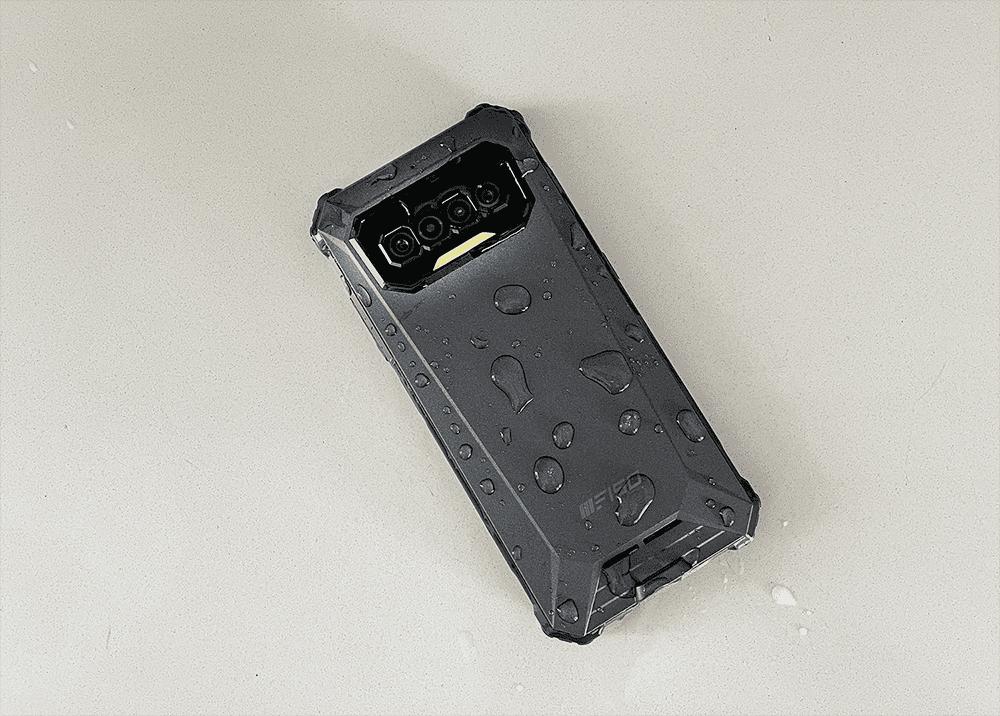 Análisis del iiiF150, un smartphone con 3 días de autonomía que puedes tirar por un puente